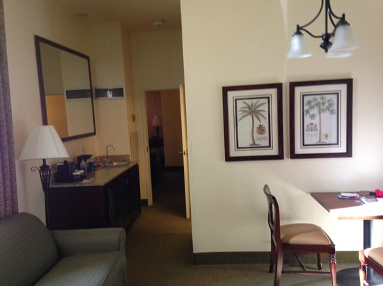 Embassy Suites by Hilton Charleston - Historic Charleston: View from study to wetbar