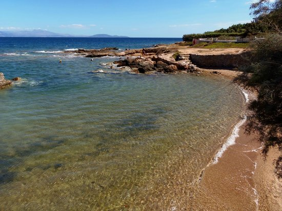 Aquamarina Hotel : The small beach next to the hotel