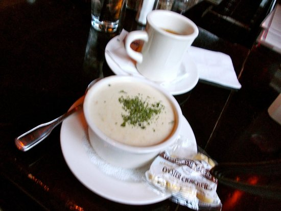 Ned Devines Faneuil Hall: Clam chowder and hot Irish tea.