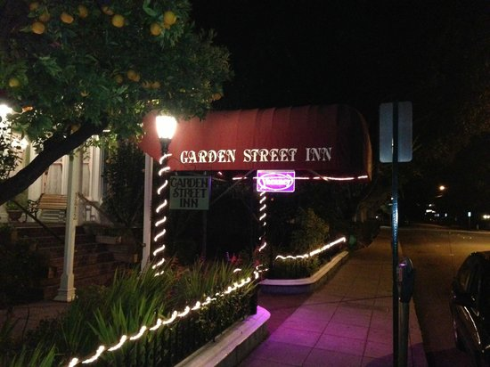 Garden Street Inn: Lights are on....