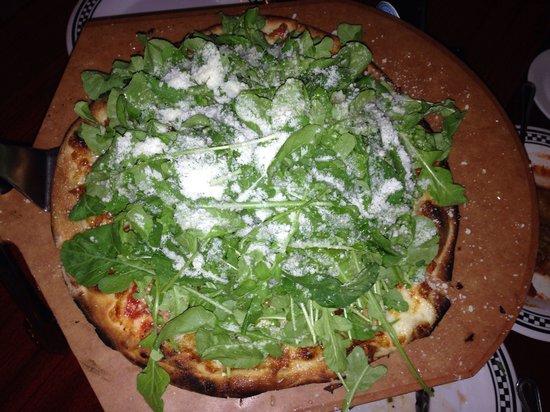 Anthony's Coal Fired Pizza: Малая пицца с рукколой!!! Хоть на рынок неси!