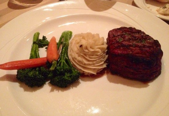 Sterling's Seafood Steakhouse: Filet and Garlic Potatoes