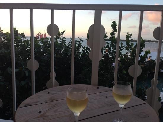 Ocean Key Resort & Spa : drinks on the balcony