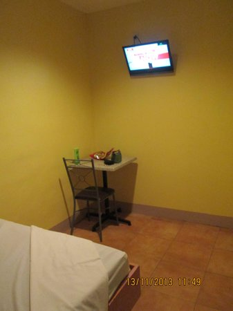 Gran Prix Econotel Pasay: Wall Mounted Tv with Cable