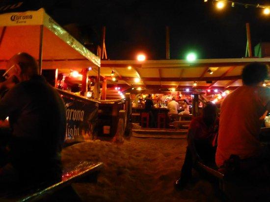 Calmos Cafe: Extérieur