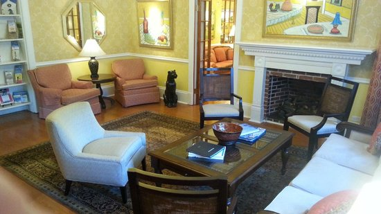 Royal Palms Hotel : An area to sit and have coffee!