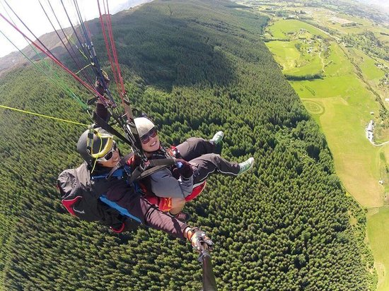 Fly Paragliding: flying high