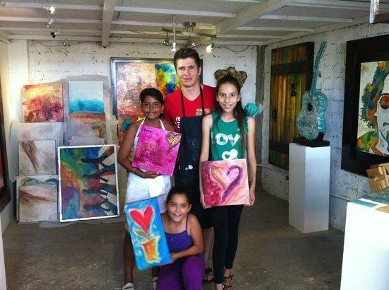Ivan Guaderrama Art Gallery: Estas son las pequeñas con las que fui y a ellas les encantó.
