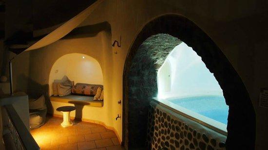 Art Maisons Luxury Santorini Hotels Aspaki & Oia Castle: Marine Suite - Private Balcony w/ Jacuzzi