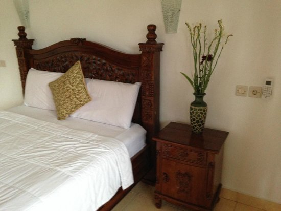 Tanah Semujan Ubud: クイーンサイズのベッド