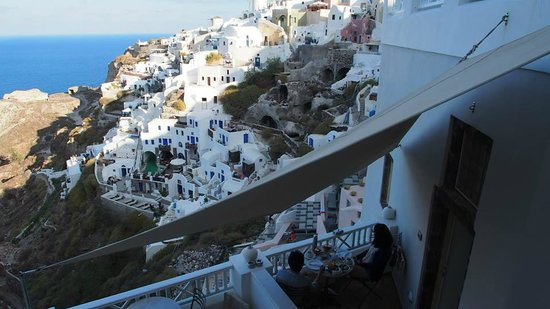 Art Maisons Luxury Santorini Hotels Aspaki & Oia Castle : Marine Suite - Breakfast With A View