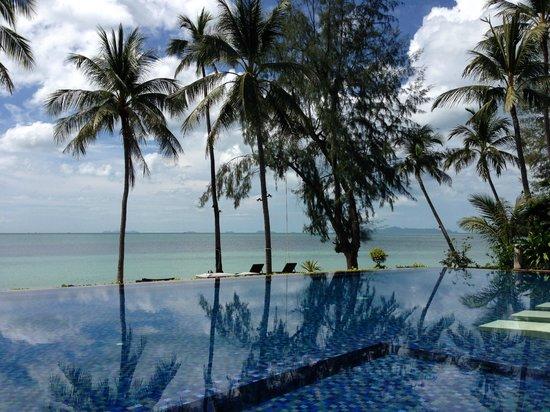 Baan Kilee Villa: Infinity pool