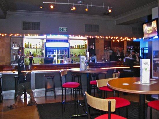 AHA Inn on the Square: bar