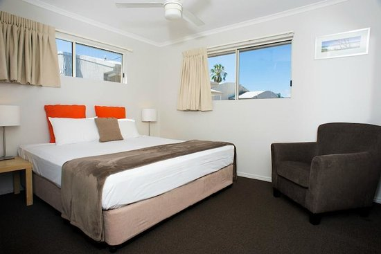 Noosa Sun Motel & Holiday Apartments: View rooms feature king sized beds