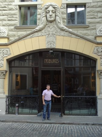 Neiburgs Hotel : Вход в отель