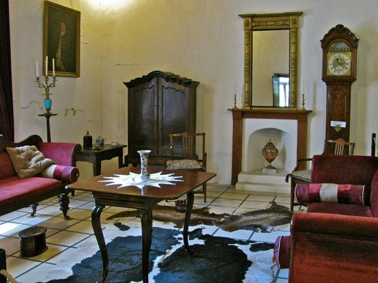 Drostdy Museum: museum living room