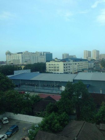 Crown Garden Hotel: A view of Kota Bharu city center from isle window