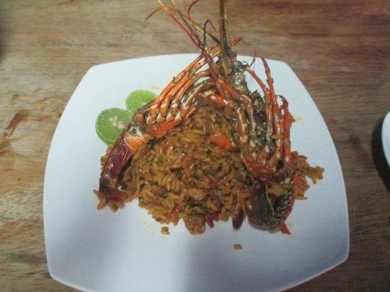 Hospedaje Ecológico Las Terrazas de Punta Sal: paella de langosta