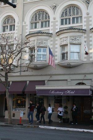 Monterey Hotel: Entrance