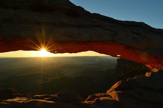 Canyonlands National Park, ยูทาห์: Sunrise at Mesa Arch.