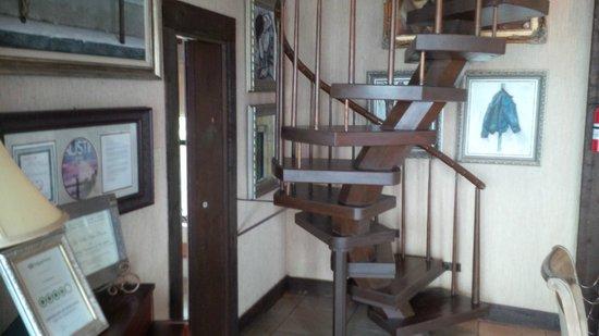 La Villa Vista: Staircase