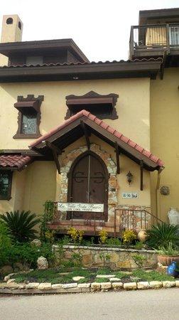 La Villa Vista: Front