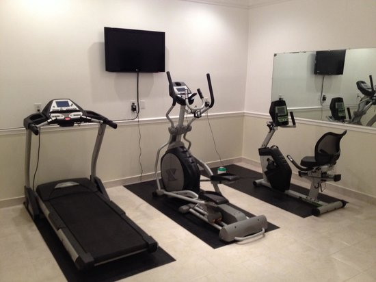 Mizpah Hotel: Exercise room. Could not get treadmill to work , but all. 3 items looked new