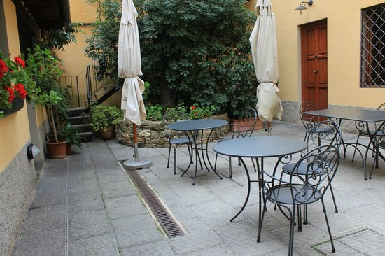 Residenza Il Villino B&B : Courtyard