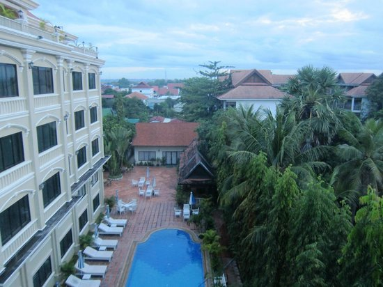 Monoreach Angkor Hotel: pool view