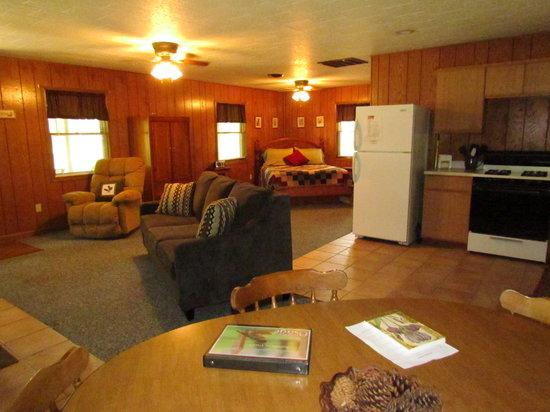Kishauwau Country Cabins: Osage cabin