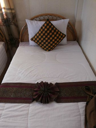 Bou Savy Guest House: Bed