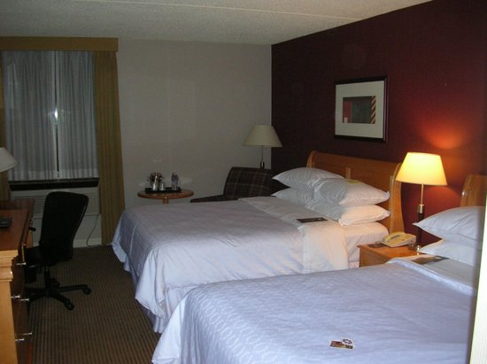 Sheraton Cleveland Airport Hotel: Bed