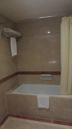 Hotel Novotel Batam: Bathroom