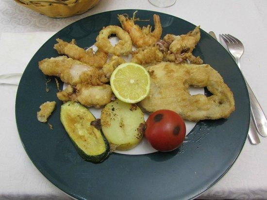 Xaica Restaurant: fritura de pescado con verdura
