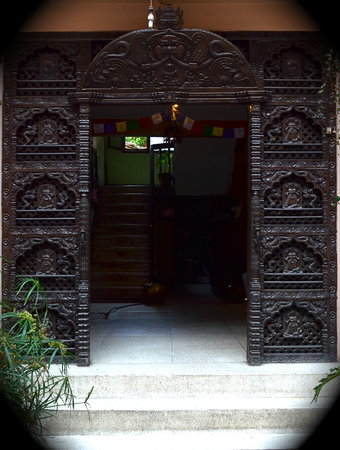 Golden Gate Guest House: The entrance gate
