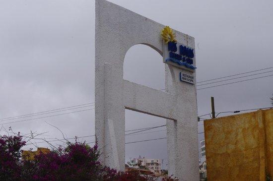 Las Rocas Resort & Spa : sign