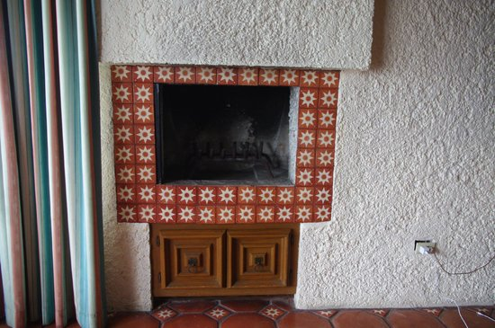 Las Rocas Resort and Spa : fireplace