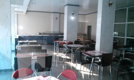 J Two S Hotel: breakfast area
