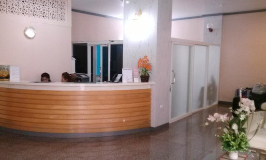 J Two S Hotel: reception