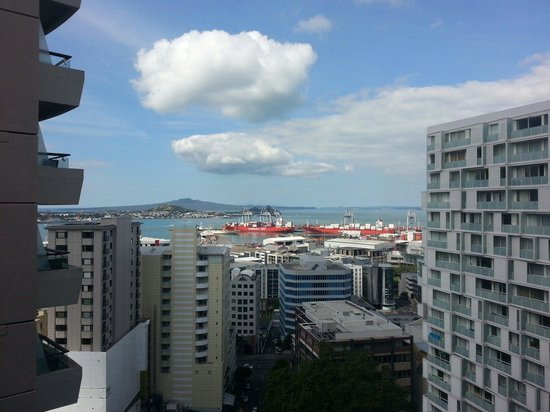 Pullman Auckland : Executive King Suite - View (14th floor)