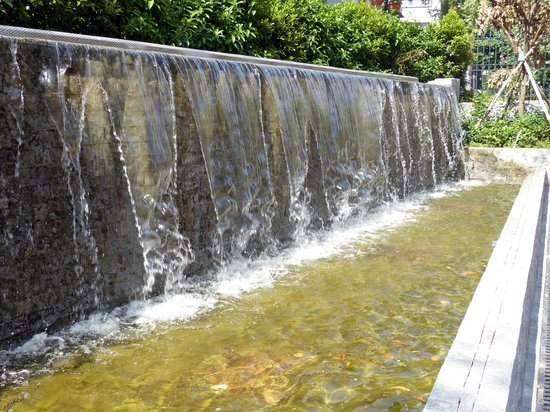 Camoes Garden and Grotto: Camoes Square - flood water fountain
