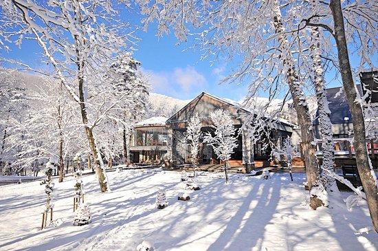 Hotel Sierra resort Hakuba: 冬のメインエントランス Main Entrance in winter