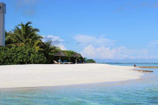 Anantara VeliMaldivesResort: View from the boat to Dingu