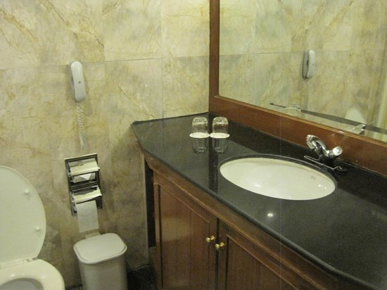 Bathroom - Rembrandt Towers Serviced Apartments