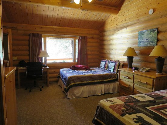 320 Guest Ranch: spacious room