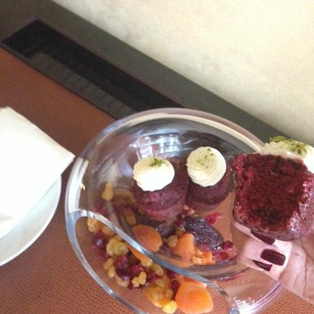 45 Park Lane - Dorchester Collection : Afternoon Treat In My room Every day