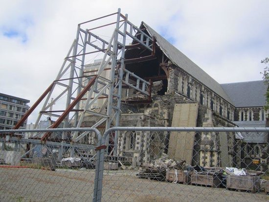 Vagabond Backpackers: Christchurch damaged cathedral