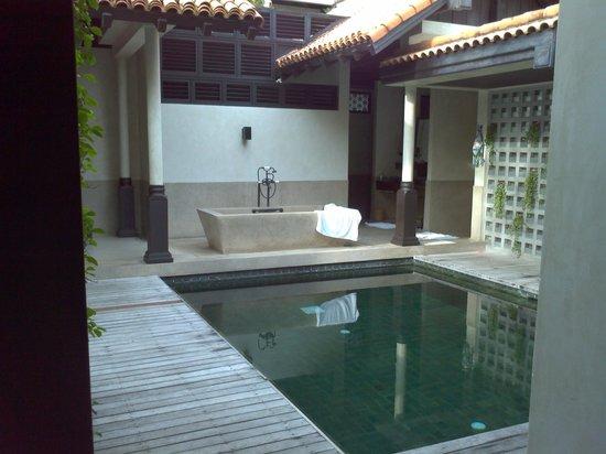 Le Meridien Koh Samui Resort & Spa: Pool view Bath vanity out the back