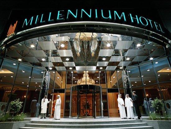 Corniche Hotel Abu Dhabi: Hotel Entrance