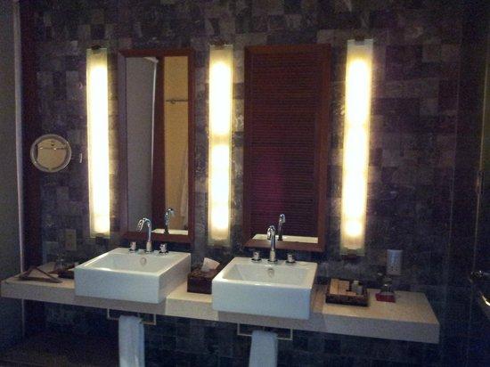 Paradise Island Resort & Spa: The washroom